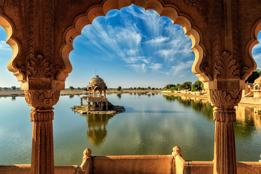 Gadi Sagar in Rajasthan, waar Palace on Wheels langskomt.