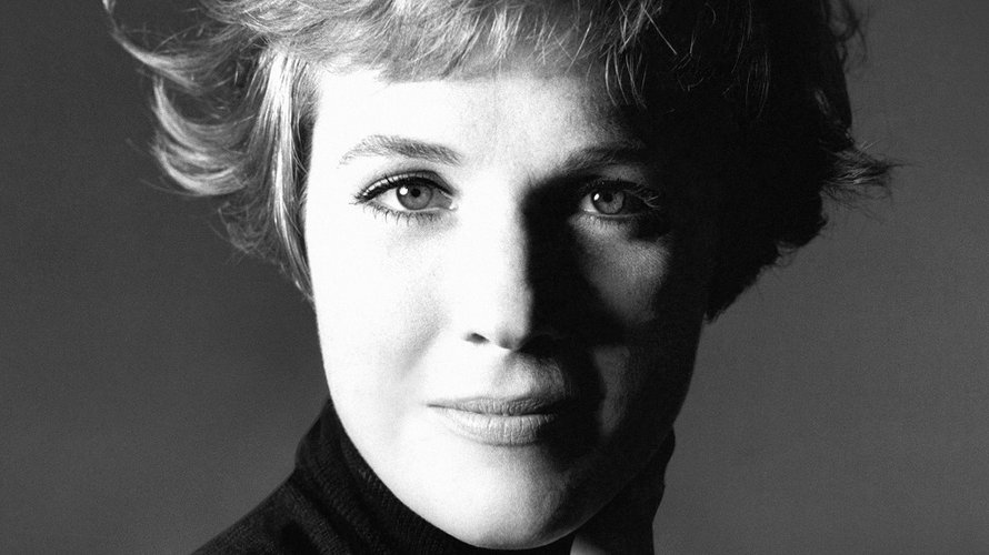 Julie Andrews zoals ze op 'Home Work: A Memoir of My Hollywood Years'  staat