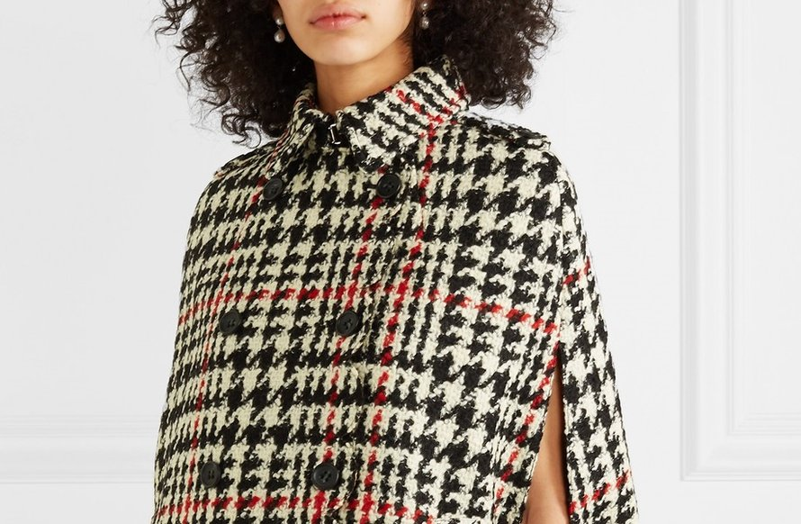 Double-breasted houndstooth cape, Red Valentino (Net-a-porter, € 920)
